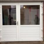 openslaande-garagedeuren-a-symmetrisch-glas-320x180