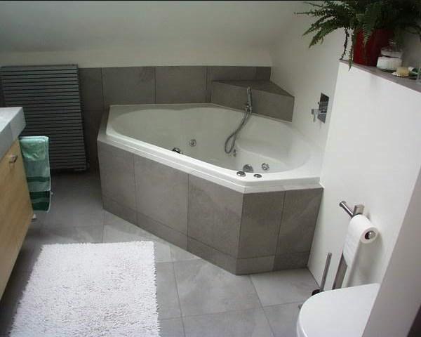 Een hoekbad bespaart ruimte in de badkamer - Wonen informatie site